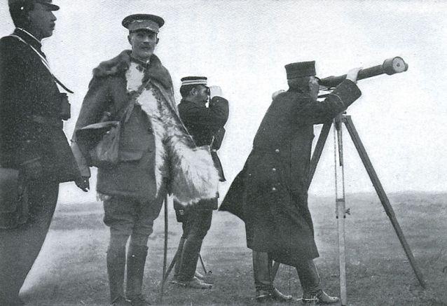 Gen. Ian Hamilton and Gen. Kuroki Tamemoto.