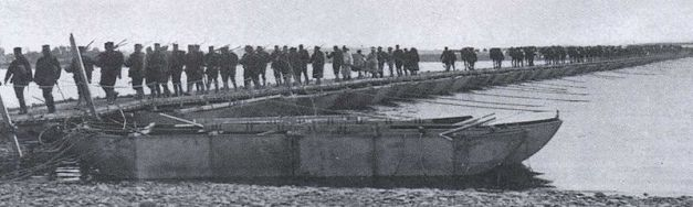 Japanese troops crossing the Yalu on a pontoon bridge.